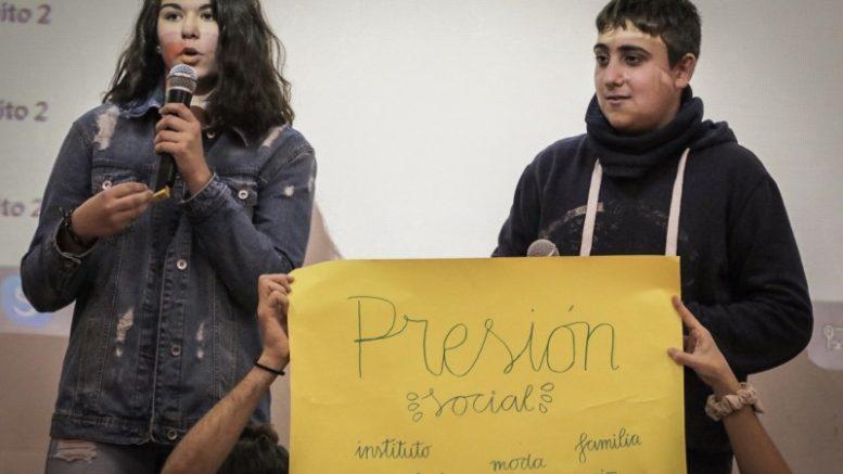 En la primera edición del programa, en febrero de 2018, otro numeroso grupo de también 300 estudiantes escogieron el bullying y la violencia de género como dos de los principales problemas que los aquejaban.