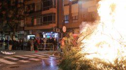 Torrent celebra Sant Antoni con una gran hoguera