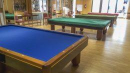 El Ayuntamiento de Almussafes instala parqué en dos salas de edificios municipales