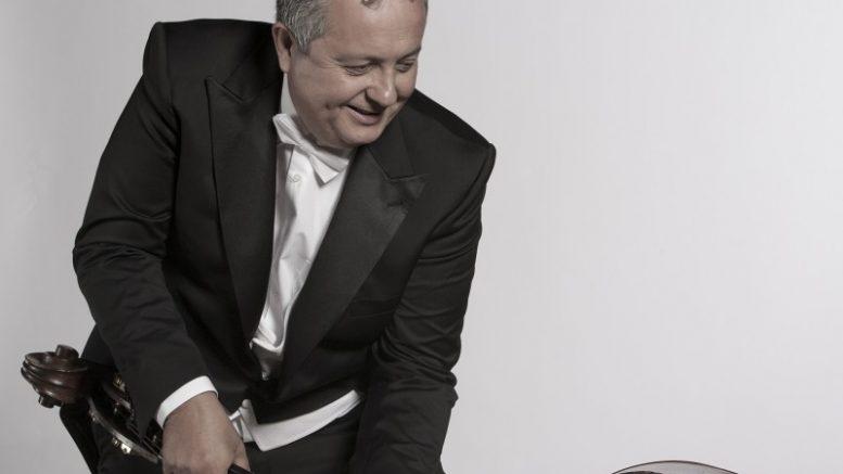 Javier Sapiña interpreta con la Banda Municipal 'El Gegant de Fusta'