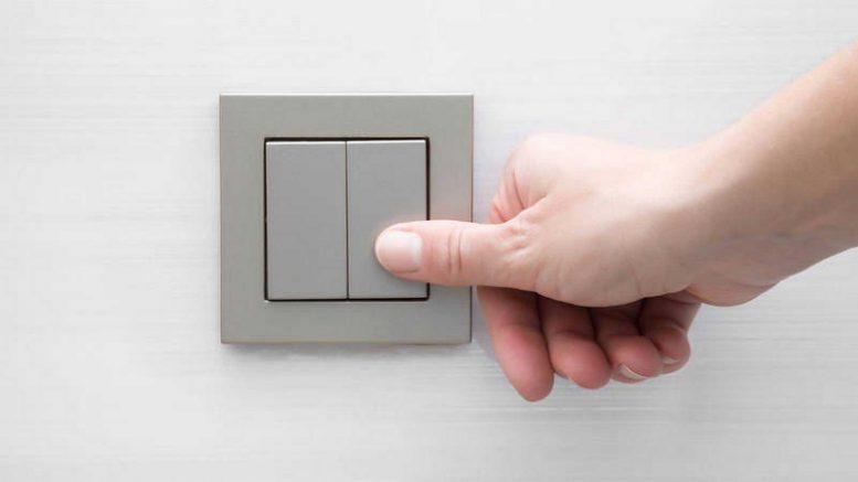 Competencia alerta de que se están realizando cambios en los contratos de la luz sin consultar al consumidor