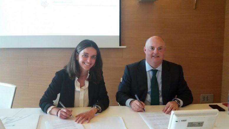 Un acuerdo, rubricado por el Consejero Delegado de Ribera Salud, Alberto de Rosa, junto a Nuria Martínez, decana de la Facultad de Derecho de la Universidad Católica de Valencia.