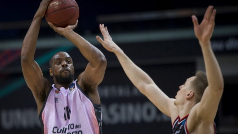 La defensa del Valencia Basket sella en Vilnius el pase a semifinales (56-71)