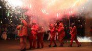 Torrent celebra un carnaval que llena las calles de música, luz y fuego